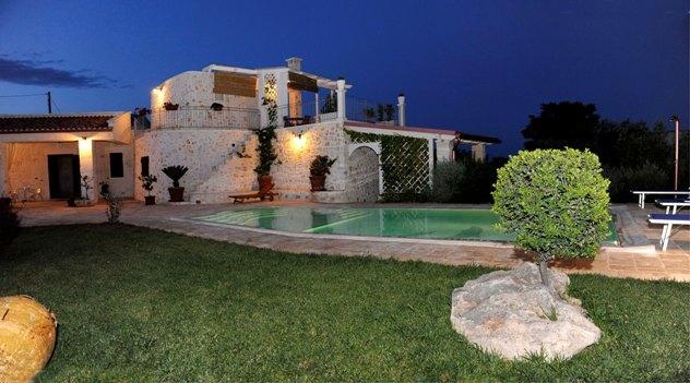Casette con piscina for Planimetrie dell interno della casa all aperto